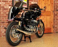 http://thekneeslider.com/images/2013/03/1975-suzuki-gt500-cafe-racer-3.jpg