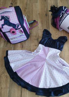 """Sie schreibt in der Facebookgruppe 'www.stoff.love FANS': """"Einige Nachtschichten später habe ich es geschafft die passende Zuckertüte und das passende Kleid zum Ranzen von Mc Neill """"Stormy"""" zu nähen. Die Zuckertüte wird eine Überraschung. Das Kleid wurde schon Probe gedreht und passt perfekt."""""""