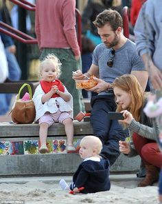 """How many ladies used to dream of marrying Dawson Leery? Well I certainly didn't but he's improved with age and now I wouldn't say no!    Here's James Van Der Beek with his lovely family, feeding his precious little peach of a daughter some homemade spaghetti...all together now: """"Aaaaaaw!"""" :-)"""
