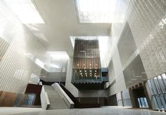 Image 5 of 36 from gallery of Yunnan Museum / Rocco Design Architects. Photograph by WENMING CHU - Rocco Design Limited Parametric Architecture, Space Architecture, Architecture Details, Lobby Design, Interesting Buildings, Design Museum, Architect Design, Atrium, Facade