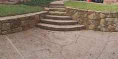 Sandstone retaining wall - Landscaping