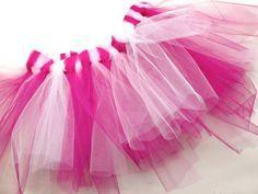 Ein Tütü ist wohl Traum eines jeden kleinen Mädchens. Ob als Prinzessin oder als Flamingo - der Tüllrock ist vielseitig. Nastja von DIY Eule zeigt Dir in dieser einfachen Anleitung wie Du das Tütü ohne zu nähen nachmachen kannst.