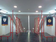 Túnel de vestuarios de San Mames preparado para el partido de Europa League. 15/03/2012