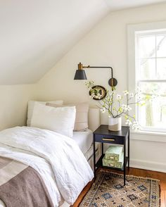 20 Neutral Bedroom Design and Decor Ideas to Add Simplicity and Charm to Your Bedroom - The Trending House Contemporary Bedroom, Modern Bedroom, Bedroom Simple, Bedroom Rustic, Bedroom Romantic, Bedroom Vintage, Vintage Room, Wood Bedroom, Small Minimalist Bedroom