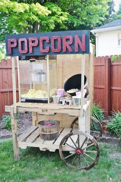 DIY pallet popcorn stand - Easy to build  would work for any kind of stand you need! Great for weddings, graduation parties, birthdays,   more! lizmarieblog.com