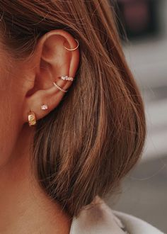 Spiderbite Piercings, Pretty Ear Piercings, Ear Peircings, Tragus Piercing Jewelry, Piercings For Small Ears, Triple Cartilage Piercing, Ear Piercings Orbital, Kylie Jenner Ear Piercings, Piercing Ideas