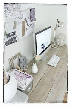 Again a nice combo: beautiful MAC computer with a moodboard.