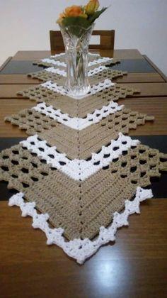 Good Images Crochet Doilies Tutorial Tip Doilies - DIY & Crafts Crochet Table Runner Pattern, Crochet Placemats, Crochet Doily Patterns, Crochet Motif, Crochet Doilies, Crochet Flowers, Crochet Stitches, Diy Crafts Crochet, Crochet Projects