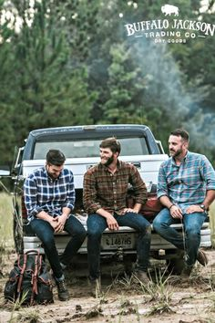 Men's long sleeve, plaid, button up, flannel shirt. No rules on how to wear it. We go for casual style so we outfit it with jeans and boots. But your shirt, your call. Great gifts for guys | dads | men who have everything. Lots of colors available — red, green, blue, you name it. Long Flannel Shirts, Flannel Outfits, Mens Flannel Shirt, Shirt Men, Rugged Men, Rugged Style, Mode Masculine, Lumberjack Style, Men With Street Style