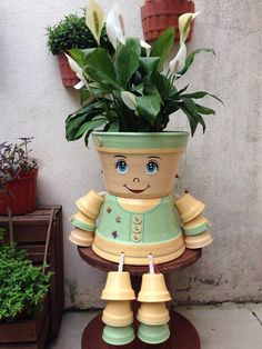 Clay pot people - Decorations made of ceramic pots 18 projects made this summer – Clay pot people Flower Pot Art, Clay Flower Pots, Flower Pot Crafts, Flower Vases, Clay Pot Projects, Clay Pot Crafts, Diy Clay, Flower Pot People, Clay Pot People