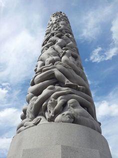 ... há mais de 200 estátuas para descobrir. // ... there are more than 200 statues to discover.