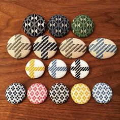 2016.1.24. ブローチたち☺︎. . . . 最近、新しい布を試していて 糸の本数を調整しつつ刺したもの。 上から3段目と4段目は2段目のコングレスの倍の目数なので目が疲れて大変。 でも、出来上がりは可愛い♡. ⁂ ⁂ ⁂ #こぎん #こぎん刺し #刺繍 #手仕事 #ちくちく #チクチク #ブローチ  #マタルボン #ツヴァイガルト #エタミン #リネン #コングレス  #needlework #embroidery  #point par pointという名前で刺繍小物を作っています #pointparpoint_ #ポワンパポワン