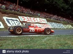 26-jackie-ickx-in-his-ferrari-312-v12-entering-nouveau-monde-hairpin-F2361W.jpg (1300×960)
