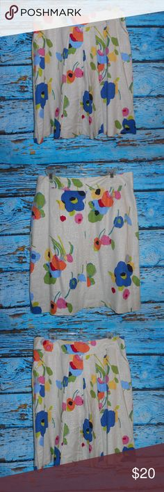 """Kim Rogers Multicolored Floral Skirt With Pockets This skirt is in very good condition and measures approximately 24"""" in length. Kim Rogers Skirts"""