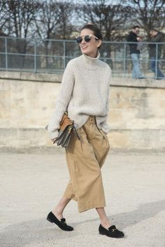 Sweater Pilling: DIY Fix for Cashmere, Wool, Cotton Fashion Moda, Look Fashion, Paris Fashion, Fall Fashion, Paris Chic, Look Street Style, Street Chic, Neue Outfits, Chic Outfits