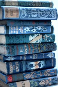 At Pretty Page Turner our favorite cover models are books. We can't get enough beautiful book photography of old books and their vintage bookshelf. Ravenclaw, Azul Indigo, Bleu Indigo, Books Decor, Wallpaper Tumblrs, Everything Is Blue, Blue Books, Blue Aesthetic, Antique Books