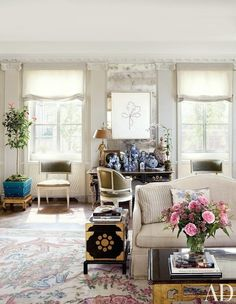 Lovely Traditional Living Room by Michael S. Smith Inc. and Ferguson & Shamamian Architects in New York, New York The post Traditional Living Room by Michael S. Smith Inc . Living Room Trends, Rugs In Living Room, Living Room Designs, Living Room Decor, Living Spaces, Interior Design Inspiration, Home Decor Inspiration, Chandelier, Eclectic Decor