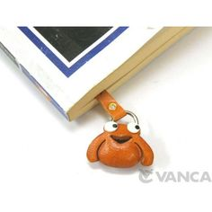 Genuine Leather Frog Handmade Leather Animal Bookmark/Bookmarker is made by skillful craftsmen of VANCA CRAFT in Japan. Leather Flowers, Handmade Leather, Artificial Flowers, Craftsman, Japan, 3d, Animals, Key Fobs, Artisan