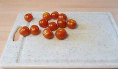 Un trucco geniale per tagliare i pomodorini: chi l'avrebbe mai detto!