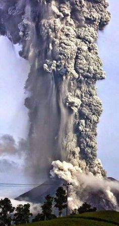 Indonesia's Mount Sinabung volcano erupts with giant ash cloud. The volcano has been spewing ash and lava miles into the sky. Natural Phenomena, Natural Disasters, Sinabung Volcano, Volcan Eruption, Dame Nature, Nature Nature, Volcanic Ash, Science And Nature, Natural Wonders