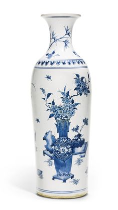 A blue and white vase, Ming dynasty, Chongzhen period