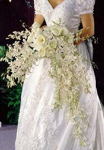 @Jessie Qualm.. I think you need a huge bouquet like this!! Very classy and unique