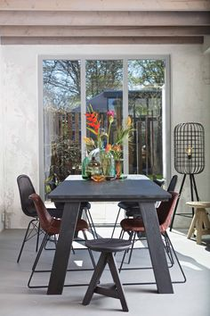 The Almond table in Black Night with the Stainly and Spun chair in Black, the Craftman stool in Black and the Hurricane floor lamp by BePureHome #bepurehome