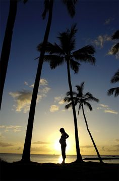 7 Tips for Taking Great Maternity Shots  @Cynthia Valencia i want to take a pic like this when we go back to lincoln city but it wont have the palm trees :(