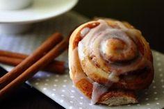 Коричные булочки с глазурью   Рецепты для Вас!