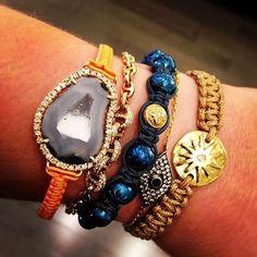 Vòng tay Shamballa Jewels với vàng 18 nguyên khối đính kim cương và các hạt ceramic là một thiết kế nổi tiếng của hãng.
