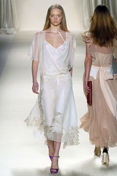 See the complete Chloé Fall 2005 Ready-to-Wear collection.