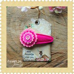 Ik heb iets leuks ontdekt! haarknipje fuchsia-roze 6 cm bij Juuntje juwelzz in stad.nl. Echt de moeite waard.