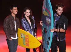 BD Part 2 wins Choice Movie - Romance @ Teen Choice Awards!  Yay!