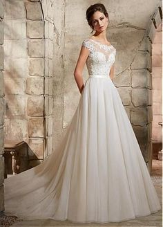 Glamorous Tulle Bateau Neckline A-line Wedding Dress With Lace Appliques