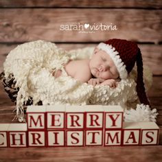 Newborn Christmas Pictures 33