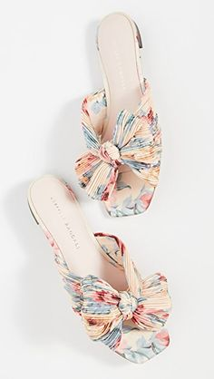 Think flat wedding shoes are not as elegant as heels? We've rounded up our favourite ballet pumps, flat peep-toes and bridal sandals for your big day. Bridal Wedding Shoes, Bridal Sandals, Floral Sandals, Fancy Shoes, Cute Shoes, Me Too Shoes, Lace Flats, Peep Toe Flats, Designer Wedding Shoes