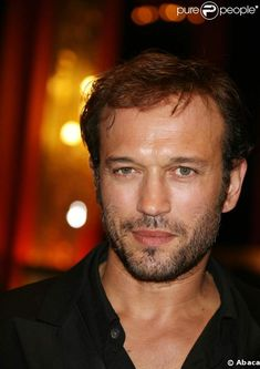 """Vincent Perez (b 10 Jun is a Swiss-born, French-speaking actor & director of Spanish & German heritage. His breakthrough role was opposite Gerard Depardieu in """"Cyrano de Bergerac."""" In 1992 in """"Indochine,"""" he played Catherine Deneuve's love interest. Most Beautiful People, Beautiful Boys, Gorgeous Men, Vincent Perez, Dark Haired Men, Catherine Deneuve, Raining Men, France, Handsome Actors"""
