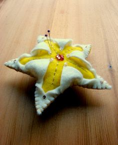 Star pincushion tutorial. Scroll down in this blog to find it but it's worth it~!~