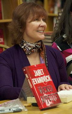Janet Evanovich - DoubleTree Greenway Plaza hosted by Murder by the Book