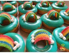 Fancy Donuts, Cute Donuts, Mini Donuts, Baked Donuts, Doughnuts, Donut Icing, Rainbow Donut, Christmas Donuts, Donut Decorations