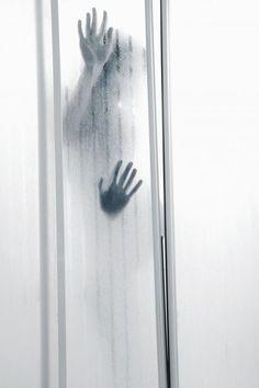 Was ist besser, als einen attraktiven Mann nackt zu sehen? Genau, einen attraktiven Mann nackt und nass zu sehen. Stichwort: Sex unter der Dusche...