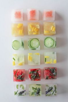 Pep up your drinks with frozen ice cubes with fresh fruit! Think water is boring. Check out some fun ways to punch up the flavor in your glass with these flavored ice cubes! Infused Water Recipes, Fruit Infused Water, Fruit Water, Clear Fruit, Water Water, Yummy Drinks, Healthy Drinks, Healthy Recipes, Simple Recipes