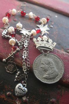 Victorian necklace Queen Victoria Crown necklace Queen Victoria Crown, Victoria Queen Of England, Unique Christmas Gifts, Christmas Jewelry, Christmas Presents, Christmas Ideas, Metal Crown, Found Object Jewelry, Red Accessories