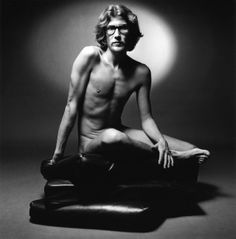 YSL - The Iconic image: A bearded YSL in the nude poses for photographer Jean-Loup Sieff in 1971 way before Tom Ford dared to sneak at the same atmosphere. Saint Laurent Paris, St Laurent, Ysl, Christian Dior, Fashion Advertising, Advertising Campaign, Gianni Versace, John Galliano, Jean Loup Sieff