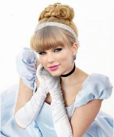 Taylor Swift has made her mark not just in the music industry but also in the fashion industry. Here are some of the Taylor Swift hairstyles that will steal your heart! Disney Hairstyles, Hairstyles With Bangs, Girl Hairstyles, Wedding Hairstyles, Bun Hairstyle, Short Haircuts, Taylor Swift Hair, Taylor Swift Style, Taylor Alison Swift