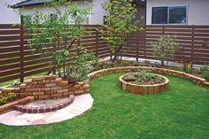 お庭や外構をナチュラルでお洒落なイメージに。アルファウッドフェンス