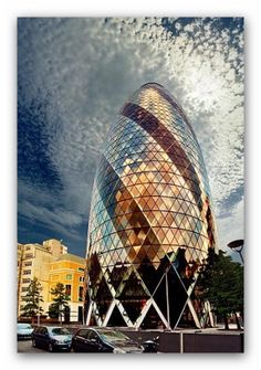 30 St Mary Axe – The skyscraper of London, it was build in 2003. The tower is 591ft tall and has 41 floors. Its one of the most recognized building by using modern architectural ideas.  50  Amazing Photos Of Must Visit Places In London