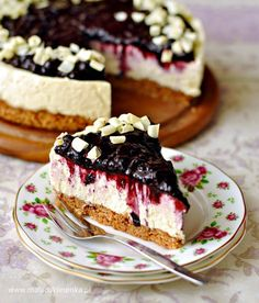 ~J yummy. White Chocolate Blueberry Cheesecake (in Polish) Köstliche Desserts, Delicious Desserts, Easter Dishes, Blueberry Cheesecake, Chocolate Cheesecake, Sweets Cake, Cooking On The Grill, Polish Recipes, Desert Recipes