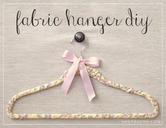 DIY fabric hanger - for bridesmaids? Glue Crafts, Easy Crafts, Easy Diy, Gifts For Wedding Party, Wedding Ideas, Party Gifts, Wedding Stuff, Dream Wedding, Wedding Inspiration