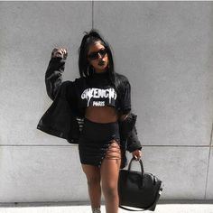 Yess Fashion Inspo Want this look? Get our Over sized Vintage Frames to achieve this look! Vestidos Zara, Summer Outfits, Cute Outfits, Fashion Outfits, Womens Fashion, Fashion Trends, Style Fashion, Street Style, Outfit Goals